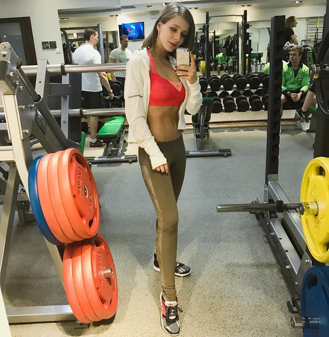 Елизавета Арзамасова держит себя в отличной форме благодаря спорту