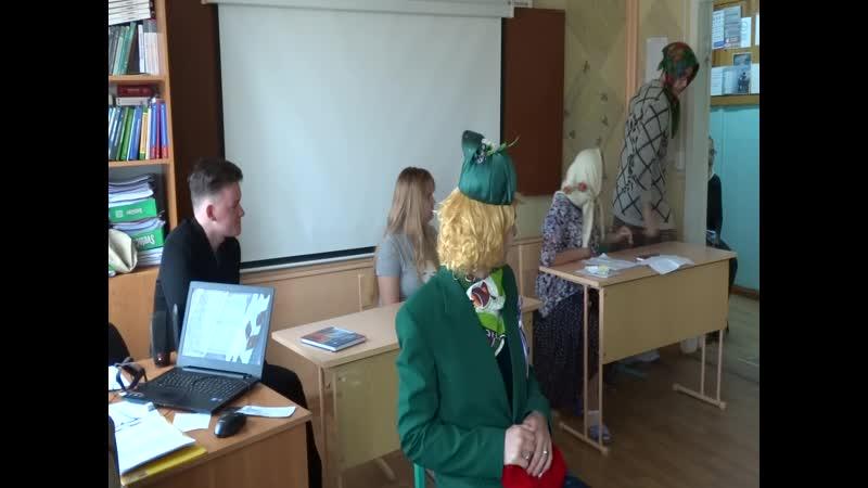 Королева Елизавета на уроке английского в колледже