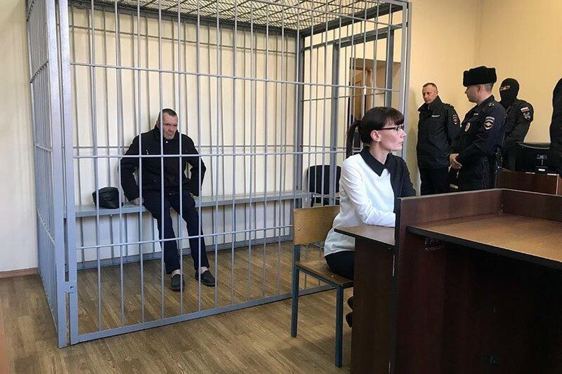 Читинский суд продлил подозреваемому в убийстве школьницы в Чите Алексею Фирулёву срок содержания под стражей ещё на два месяца, сообщили ИА «Чита.