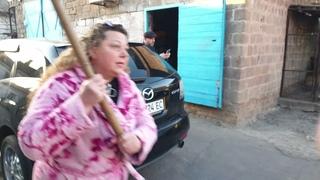 Нападение на дом активистов в Мариуполе (ненормативная лексика!)