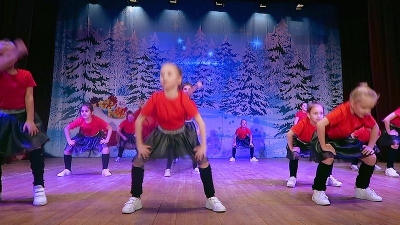 Маленькие девочки круто танцуют современный танец в Истре!