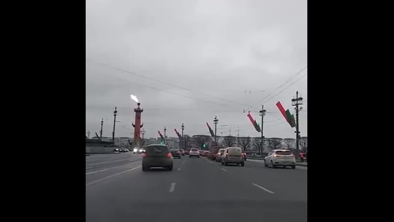 Сегодня в честь Дня освобождения Ленинграда от блокады зажгли факелы Ростральных колонн
