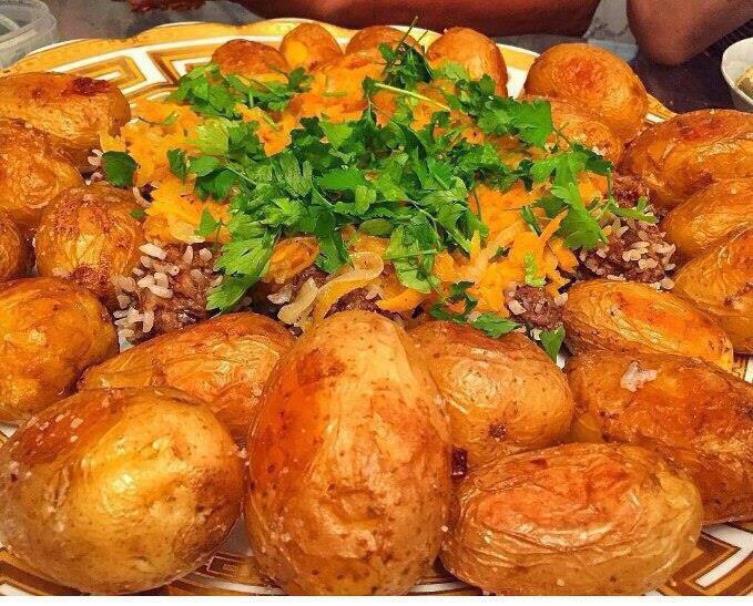 1 кг картоп- 3 дана сарымсак!  2. Картопты жуып , салкын су