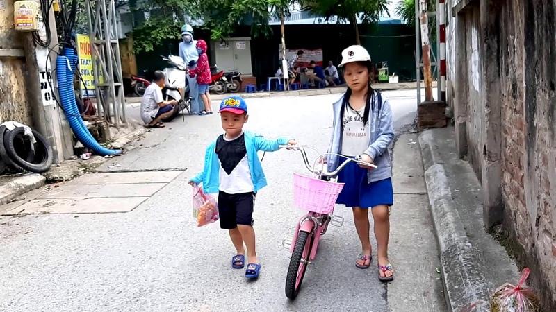 Gia Linh em Cò ra phố đến cửa hàng tạp hóa mua bánh kẹo đồ chơi đồ dùng học tập