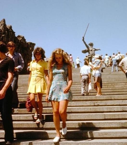 Модные советские девушки  ... 70е годы... А вы как одевались