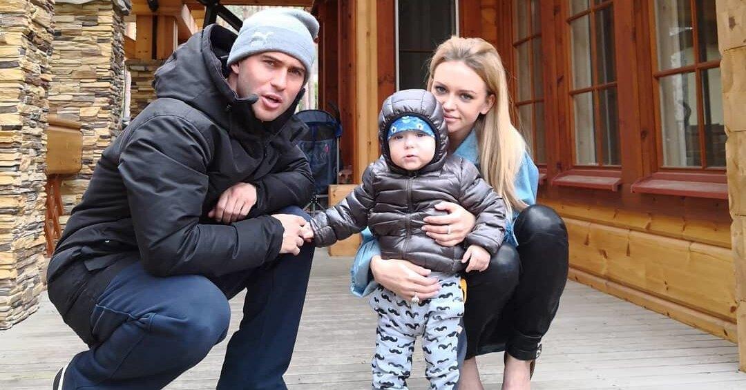 Александр Кержаков и Милана Тюльпанова с сыном Артемием