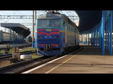 ЧС7 - 174 ЧС7 - 306 резервом следуют по 1 пути станции Запорожье 1