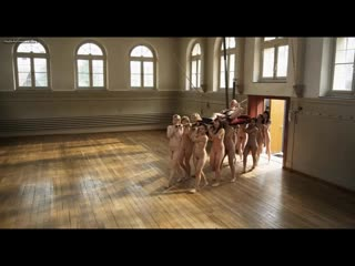 Der bose Onkel (Злой дядя). Много голы девушек без трусов. Большие сиськи. Волосатая пизда. Обнаженные танцы. Порно фильмы. Секс