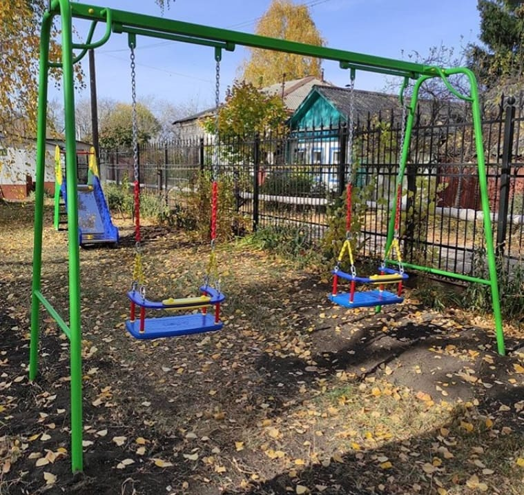 На территории Покровской церкви Петровска установили детскую игровую площадку