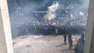 Взрыв боевой гранаты возле Верховной Рады в Киеве.