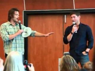 Supernatural breakfast panel whit Jensen and Jared (Super funny!!)