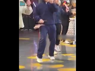 Танцующий Джеки Чан