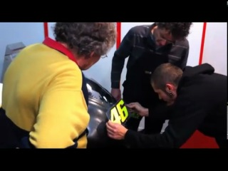 Valentino Rossi meets the Ducati Desmosedici GP11 5