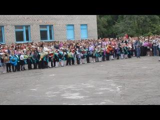 Трогательный танец маленьких первоклассниц с папами^^ Выступление одиннадцатиклассников