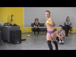 I love dance battle -booty shake!!!