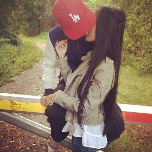 Парень и девушка целуются на аву вк для