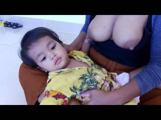 Breastfeed my baby on the floor, Breastfeeding my baby in the afternoon