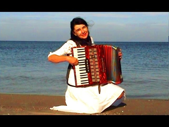 WIESŁAWA DUDKOWIAK with Accordion on Beach 1 The most beautiful relaxing melody