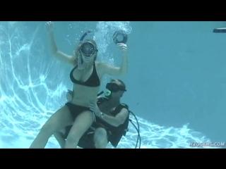 Bikini snorkeler meets pissed off hubby