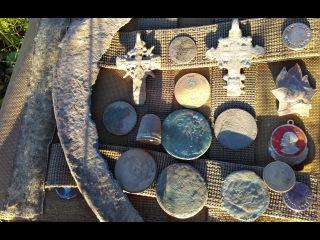 Коп в лесу бронзовый серп и серебряный крест