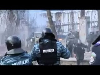 Как Беркут срывает прапор Украины! Киев. Майдан. Украина. Protesters. Maidan,