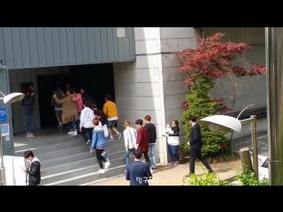 [FANCAM] [160424] Seventeen @ по пути на 1st Full Album Showcase