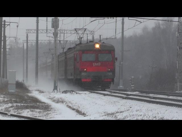 Электропоезд ЭР2Т-7125 станция Латышская