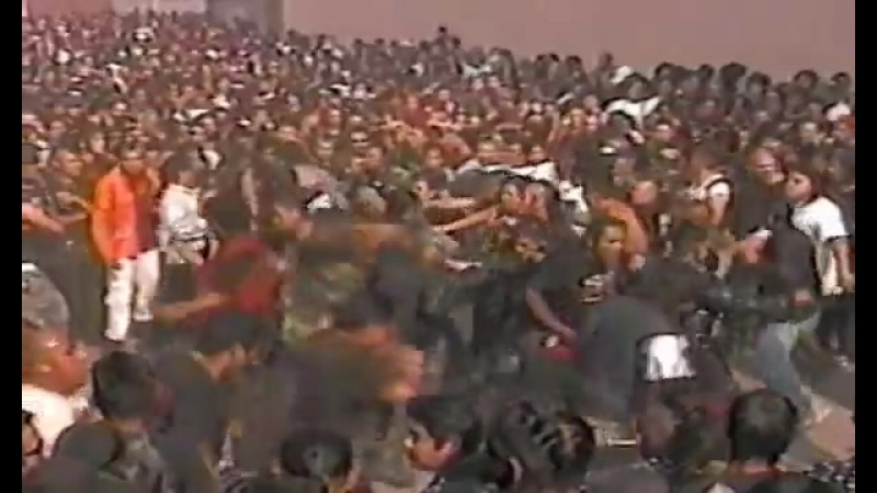 DESVIADOS en vivo Sistema de Mierda e Historias Estupidas de Guerra 2005