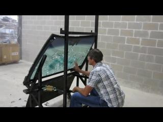 Испытание пуленепробиваемого стекла выстрелами из АК-47