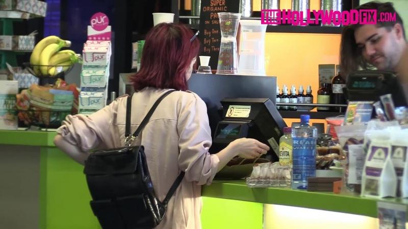 › 05.08.2016 › Лили замечена в магазине «Earh Bar» (Лос-Анджелес, штат Калифорния, США)
