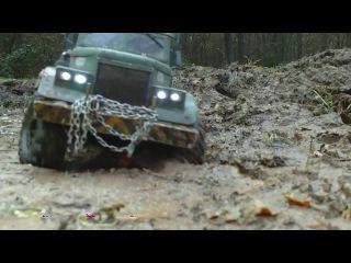RC AXIAL SCX10 6x6 Kraz-255 logging truck @ de schans