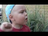 Малыш поет песню Григория Лепса