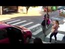 Женщина дала отпор вооруженному грабителю