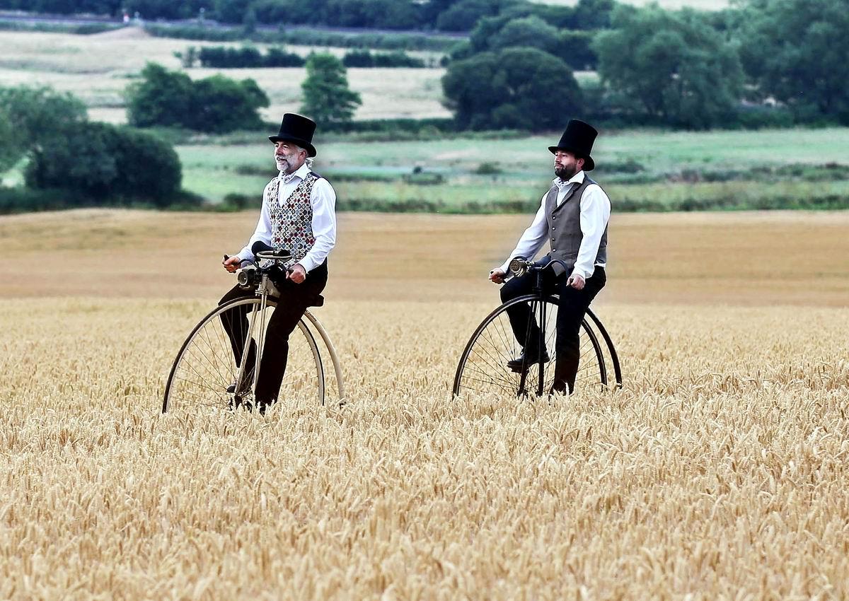Посреди пшеничных полей британщины: Джентельмены на велосипедах