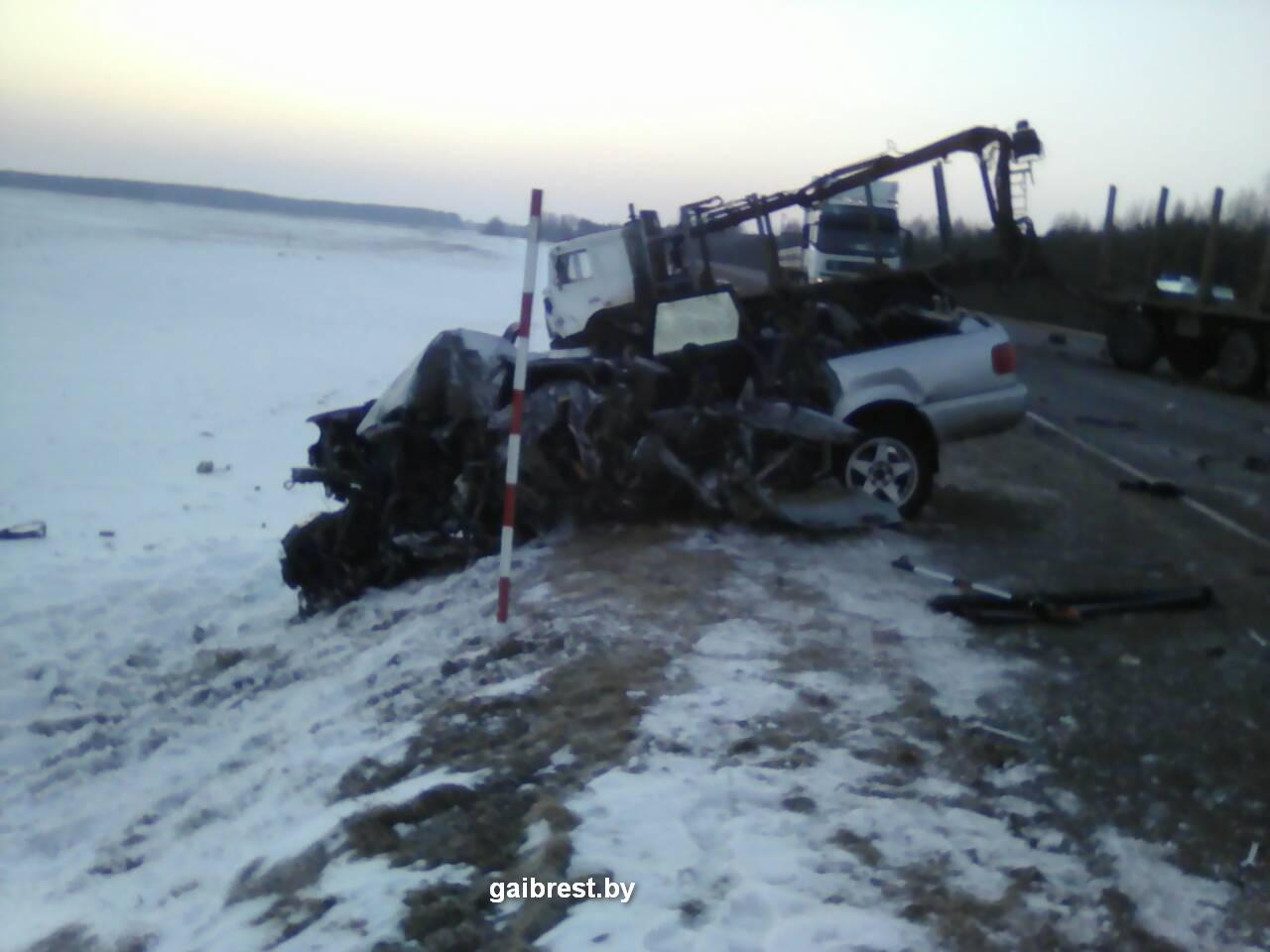 Водитель на «Ауди S-4» выехал на встречку и столкнулся с МАЗ