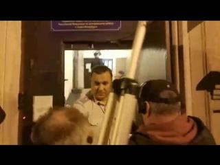 Неадекватное поведение полицейского из Санкт-Петербурга попало на видео