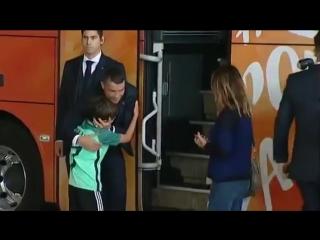 Роналду утешает мальчика-фаната, который боялся, что упустил встречу с ним