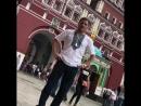Беринчик в вышиванке в Москве едва не ударил прохожего на Красной площаде.