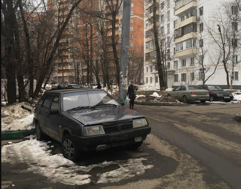 Брошенный автомобиль эвакуировали с Петрозаводской