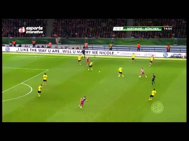 Andre Henning brinca com concorrentes na final da Copa da Alemanha