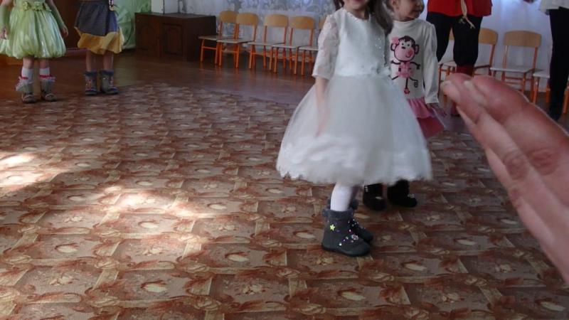 Дефиле в валенках на 8 марта