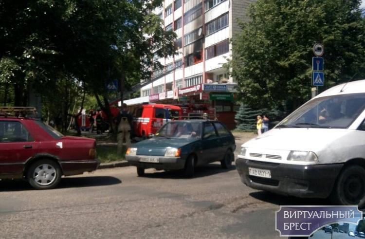 На Партизанском проспекте в Бресте горела квартира, спасли пожилую женщину