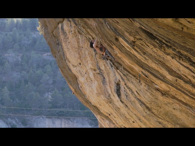Weekend Whipper: Daniel Woods' Carabiner Snapping Fall on First Round First Minute (5.15b)