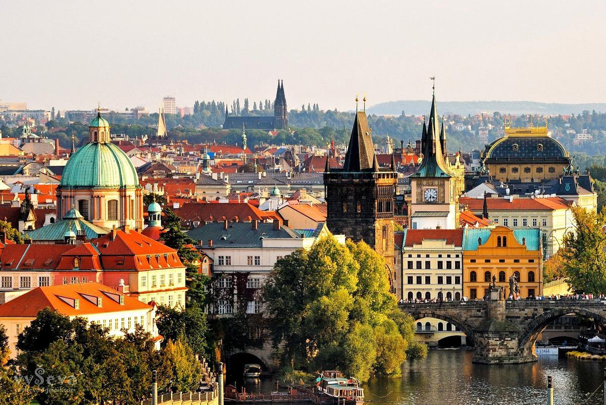 Авиабилеты в Прагу: как купить дешевле