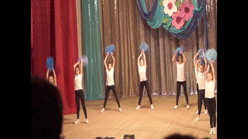 Выступление команды NRJkids на городском конкурсе групп поддержки Добейся успеха