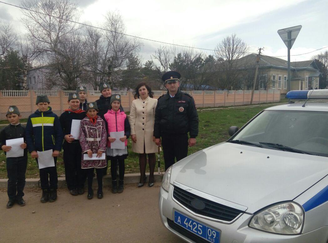 Дети напомнили водителям о необходимости соблюдать ПДД