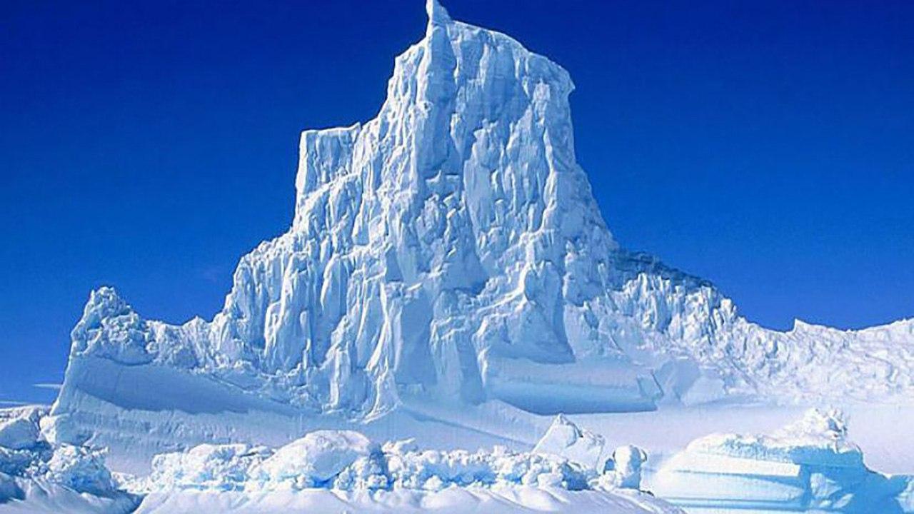 Из Антарктиды отправился огромный айсберг А68