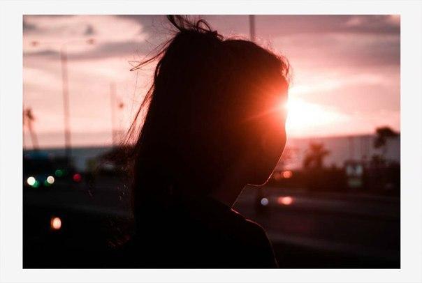 «Словарь необъяснимой печали» 23 эмоции, которые люди чувствуют, но не могут объяснить. 1. Cондеро: Осознание того, что каждый прохожий имеет настолько же яркую и сложную жизнь, как твоя. 2.