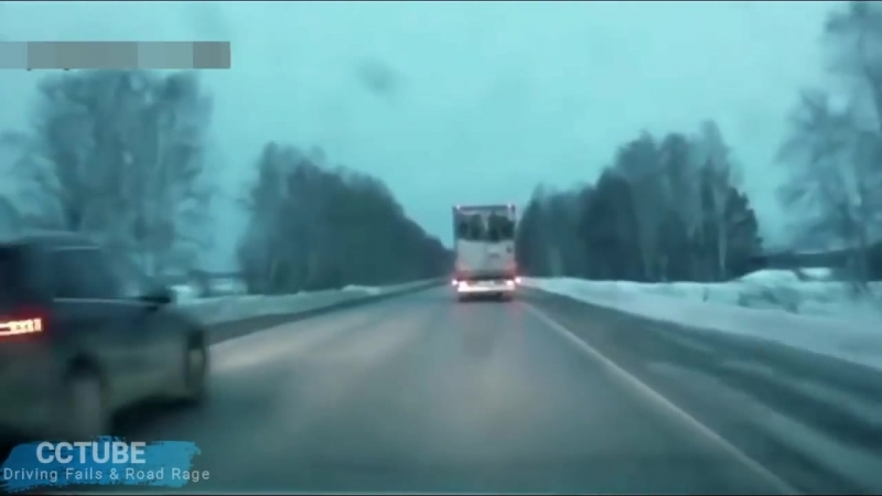 31 Examples of Dangerous Overtaking - Really Stupid Drivers !