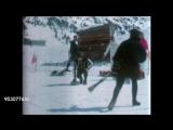 Джордж Харрисон и Джон Леннон играют в керлинг